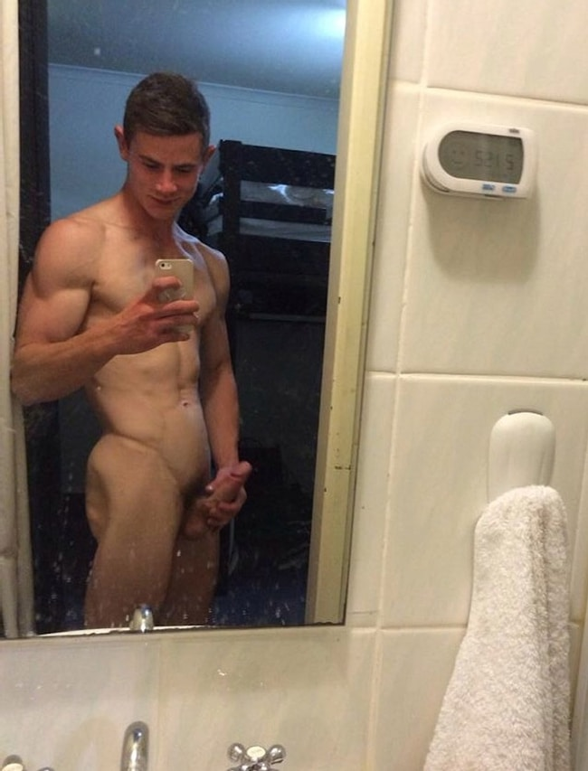 naked-boy-in-the-mirror